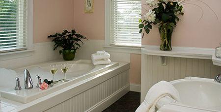 Granville Queen Inn Bed and Breakfast, Soak Your Cares Away