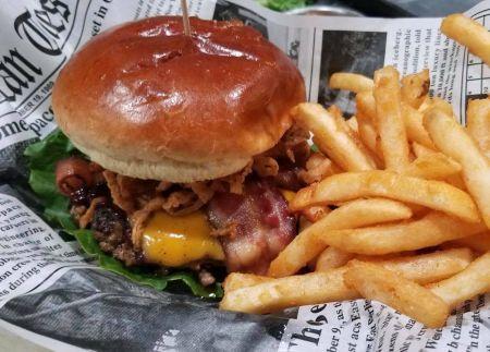 Governor's Pub, Hamburger